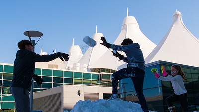 031621_westin_deck_snowball_fight-010