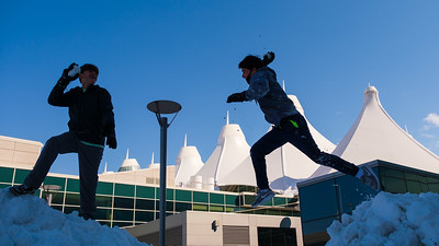 031621_westin_deck_snowball_fight-011