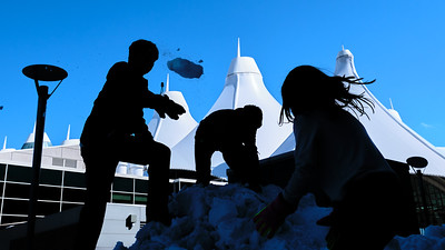 031621_westin_deck_snowball_fight_slts-003