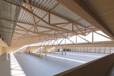 02 Halle für das Schraubenwerk Gaisbach GmbH in Waldenburg von Hermann Kaufmann Architekten in Zusammenarbeit mit Pollmeier.