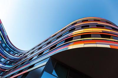 03 Die Kategorie »Dach und Fassade« konnte das Unterkonstruktionssystem EJOT CROSSFIX® der Firma EJOT Baubefestigungen GmbH für sich entscheiden. Die passivhaus-zertifizierte Edelstahlkonsole erlaubt eine höhere statische Belastbarkeit sowie ein verbessertes Brandschutzverhalten. Durch das Material wird die Wärmeleitfähigkeit im Vergleich zu Aluminiumkonstruktionen reduziert, was den Wärmebrückenzuschlag deutlich verringert.
