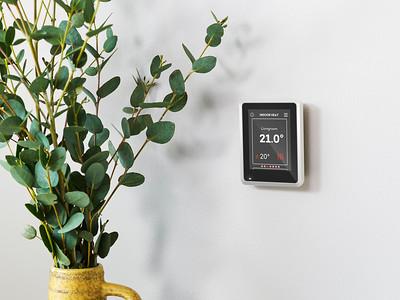 06 Die Sole-Wasser-Wärmepumpe NIBE S1255 mit integriertem Brauchwasserspeicher von NIBE Systemtechnik GmbH wurde in der Kategorie »Gebäudetechnik und Digitale Planung« ausgezeichnet. Durch eine ganzjährige automatische Anpassung an den Wärmebedarf ist sie besonders effizient. Die Wärmepumpe lässt sich mit Komfortmodulen zur Wohnraumlüftung, Kühlung oder Photovoltaik erweitern. Über das Internet kann sie mit heutigen Smart-Home-Systemen verbunden werden.