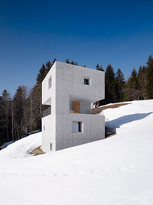 Schutzhütte mit gestockten Sichtbetonaußenwänden im Laternsertal Architekt: Marte.Marte Architekten, WeilerFoto: Marc Lins,  New York