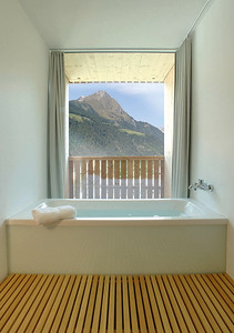 Bad im Anbau des Hotel Hinteregger, Matrei in Osttirol (A)Architekt: Madritsch PfurtschellerFoto: Wolfgang Retter, Lienz