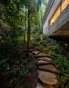 08 Studio mk27, Casa na Mata, Guarujá, São Paulo (BR) In the tree-tops of the Atlantic rain forest | In den Baumwipfeln des atlantischen Regenwalds. Architekten:  Studio mk27, Marcio Kogan, Samanta Cafardo, Diana Radomysler