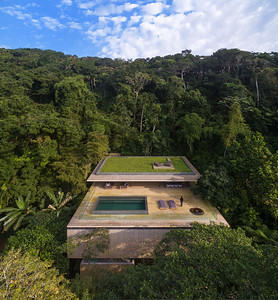 01 Studio mk27, Casa na Mata, Guarujá, São Paulo (BR) In the tree-tops of the Atlantic rain forest | In den Baumwipfeln des atlantischen Regenwalds. Architekten:  Studio mk27, Marcio Kogan, Samanta Cafardo, Diana Radomysler