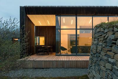 10 11 PK Arkitektar, Holiday Cottages, Brekkuskógur (IS) Deep within the Islandic landscape | Mit der isländischen Landschaft verschmolzen. Architekten:  PK Arkitektar
