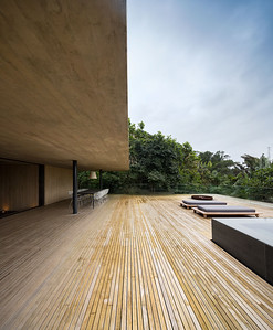 05 Studio mk27, Casa na Mata, Guarujá, São Paulo (BR) In the tree-tops of the Atlantic rain forest | In den Baumwipfeln des atlantischen Regenwalds. Architekten:  Studio mk27, Marcio Kogan, Samanta Cafardo, Diana Radomysler