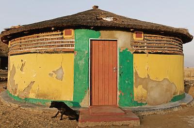 15 RONDAVEL. Eine Rundhütte im ländlichen Gebiet um Msinga in der Provinz KwaZulu-Natal im Süden Afrikas.