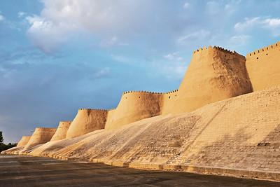 08 Usbekistan: Stadtmauer der Stadt Itchan Kala, erbaut in Khiva gegen Ende des 17. Jahrhunderts