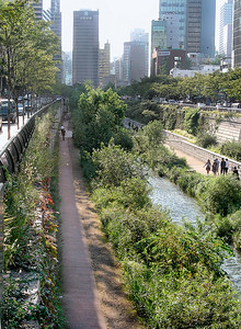 03 Vernetzung der Grünräume durch die Renaturierung eines Kanals, Seoul (ROK) | Connecting green spaces by renaturation of a canal. Seoul (ROC)