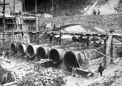 02 Bau der Druckrohre des Walchenseekraftwerks in Kochel am See (D) 1924, Oskar von Miller.