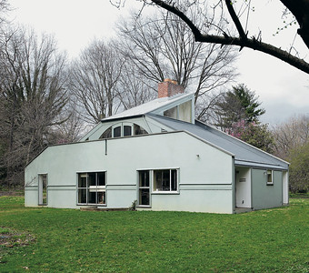 13 Robert Venturi. Vanna Venturi House, Pennsylvania, USA
