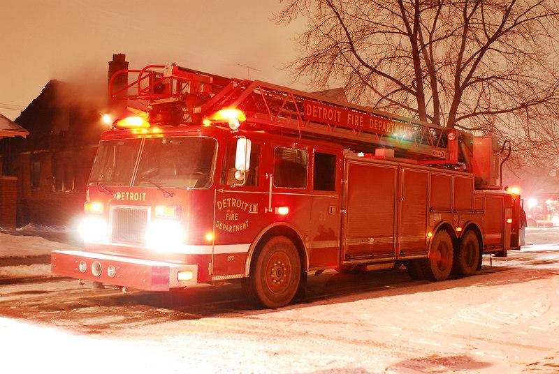 Detroit Ladder - 2001 Pierce 100ft rear mount. Photo By: Adam Alberti