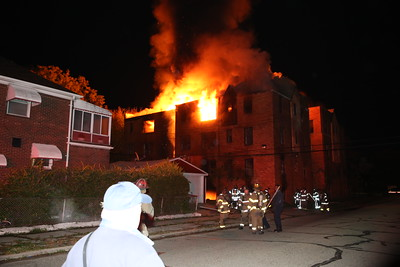 2ND ALARM 3033 WAVERLY UNIT 2 COMMERCIAL BOX FIRE IN VACANT APARTMENT BUILDING (10-31-2016)
