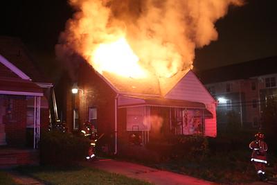 BOX ALARM BRADFORD & 8 MILE ROAD UNIT 2 FIRE IN A DWELLING (10-31-2016)