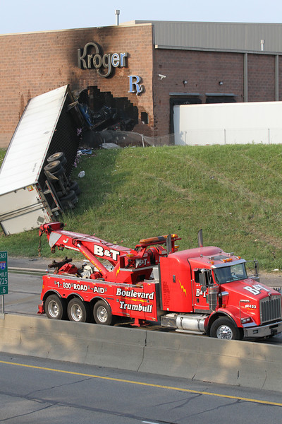 Harper Woods Fire Department Pin-In Accident I94 and 8 Mile Road July 2011