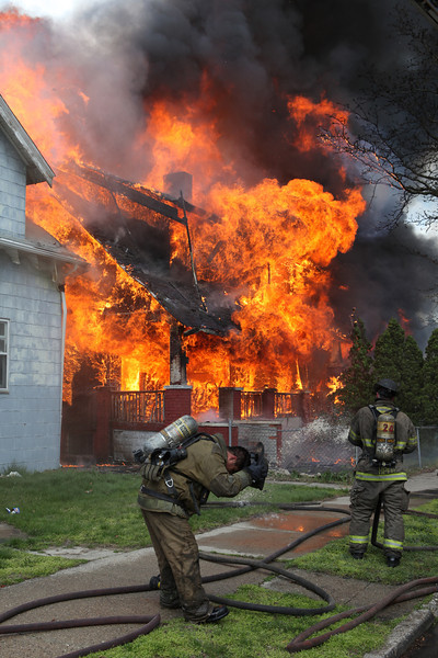 Highland Park Michigan Working Fire Hamilton and Hill Street April 9, 2012