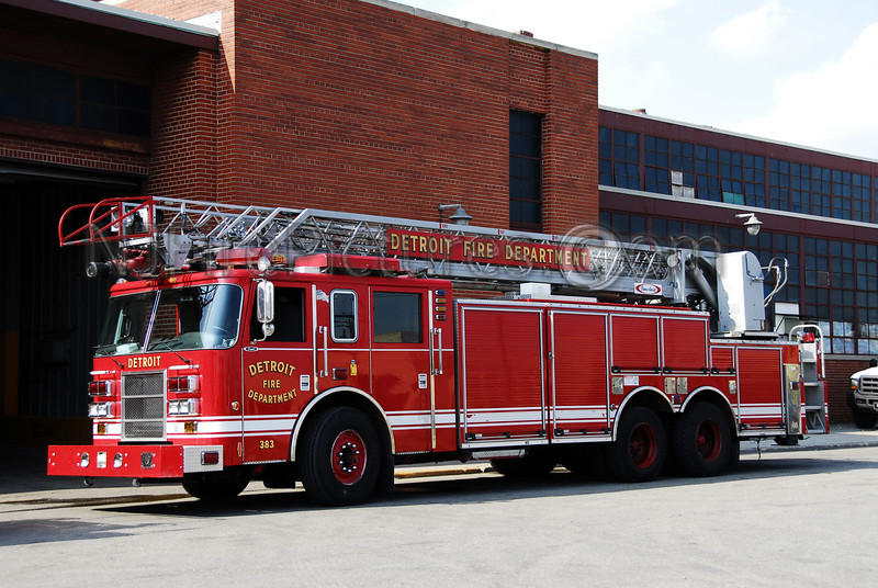 Ladder 27 - 2003 Pierce 100' Rearmount