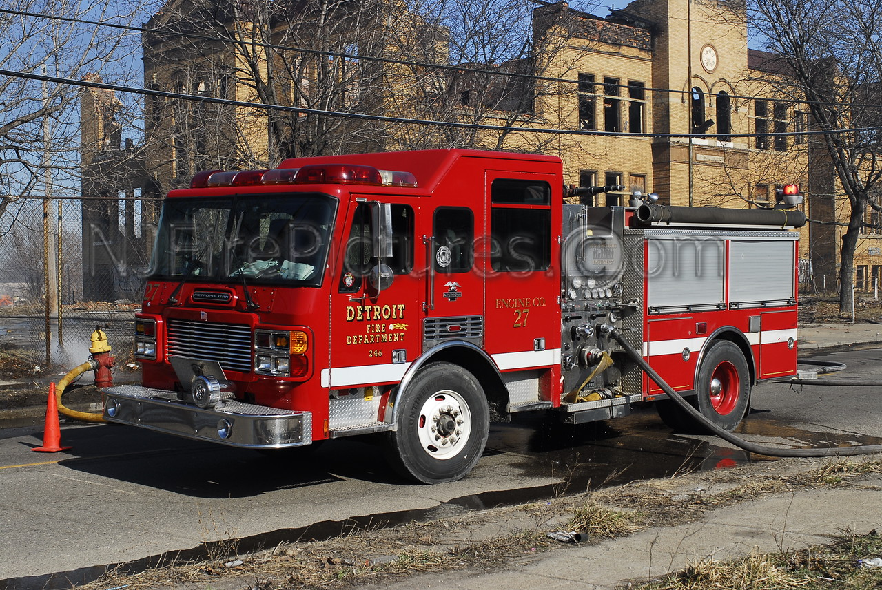 Engine 27 - 2000 American LaFrance 1250/500 #246