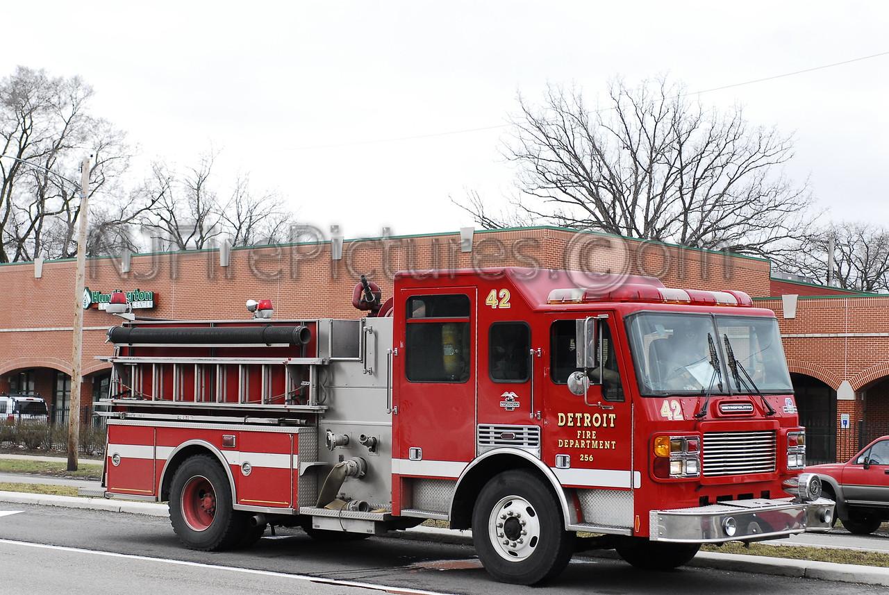 Engine 42 - 2000 American LaFrance 1250/500 #256