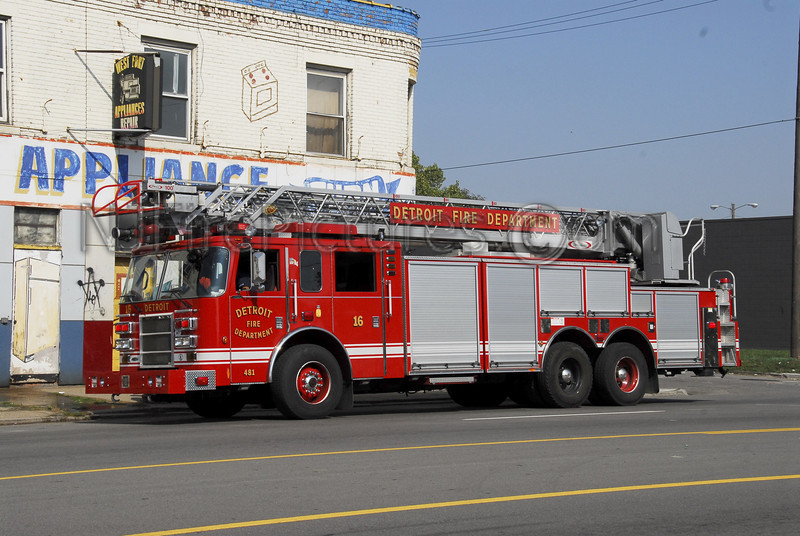 DETROIT, MI LADDER 16