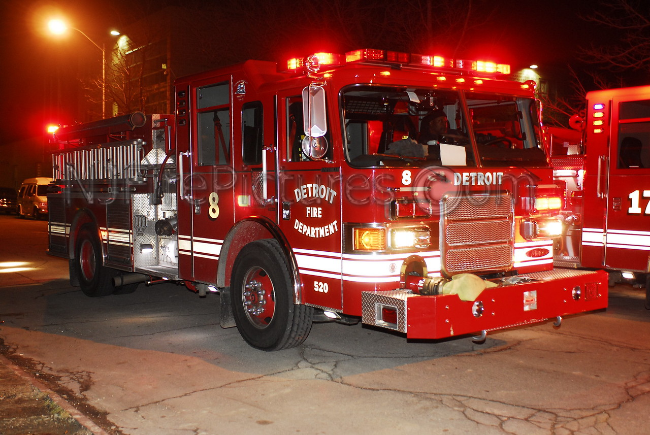 Detroit Engine 8 - 2007 Pierce 1250/500 #520