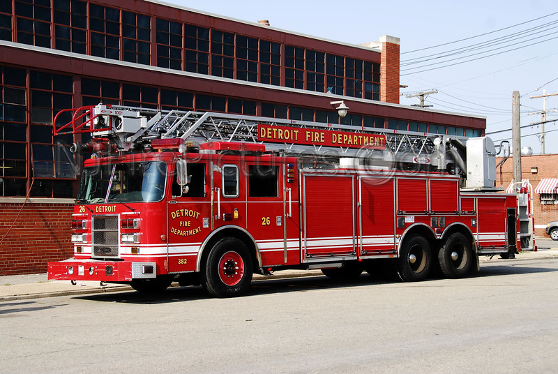 Ladder 26 - 2003 Pierce 100' Rearmount