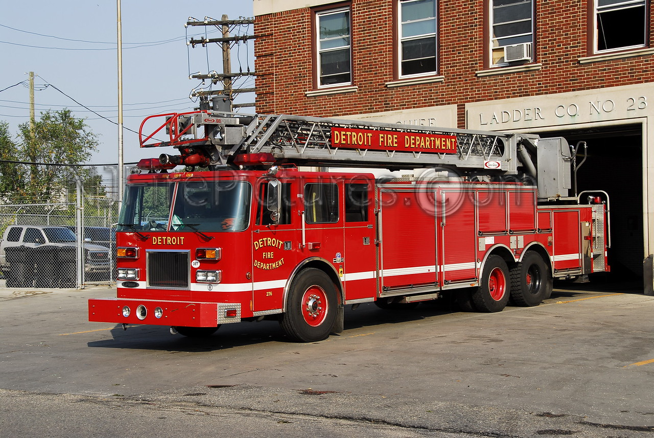 Ladder 23 - Pierce Arrow 100' rearmount (spare)