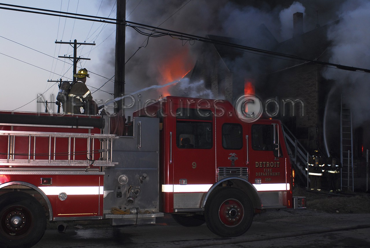 "Detroit Engine 9 using its deck gun a fire. Or as they say in Detroit ""Dumping the Monitor""!"