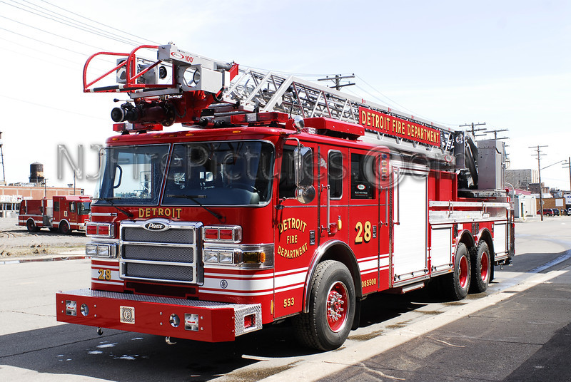 Ladder 28 - 2008 Pierce 100' Rearmount #553