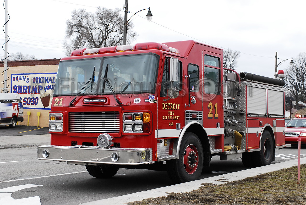 Engine 21 - 2000 American LaFrance 1250/500 #246
