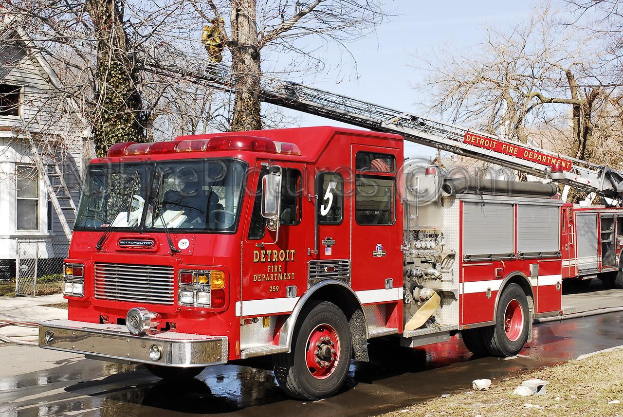 Engine 5 2000 American LaFrance 1250/500 #259