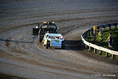 L rear tire flew off - 14R @ Dacotah Speedway  7-15-16