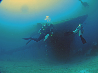 Vince, Darcy and Beej exploring the Hilma Hooker at about 90 feet.