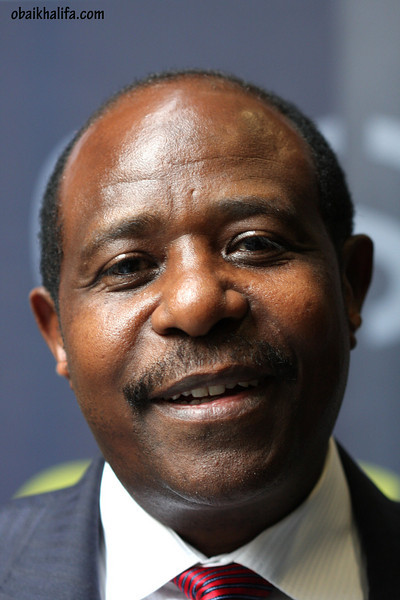 On April 25th, 2009, I got to meet PAUL RUSESABAGINA, the Hutu manager of hotel Mille Collines in Kigali, who stood against the genocide and saved the lives of more than 1200 tutsi's while he was able to run aways with his own family.<br /> the film Hotel Rwanda is based on the story of Rusesabagina.<br /> A living African legend.
