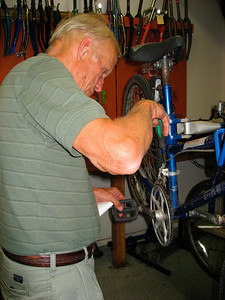 Adjusting the front derailleur