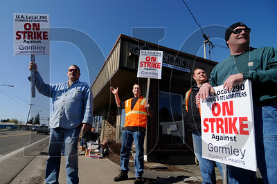 Members of the United Association of Plumbers and Steamfitters Local 290, from left, pipefitter Shane Townsend, pipefitter and plumber Paul Elder, pipefitter and Local 290 business agent John Kimberling, and pipefitter Dan Scrabeck picket outside of Gormley Plumbing & Mechanical in McMinnville on Friday.  Sam Tenney/DJC
