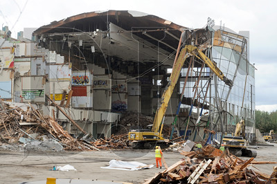 Crews with Konell Construction and Demolition Corp. demolish the shell of the Multnomah Greyhound Park in Wood Village. (Sam Tenney/DJC)