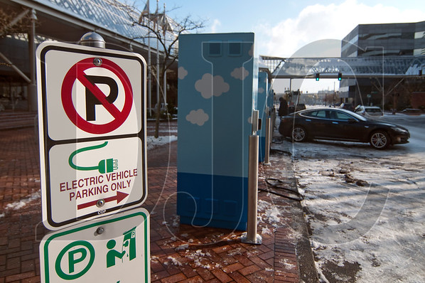 Portland City Council voted last week to adopt the 2017 Portland Electric Vehicle Strategy, which includes adding charging infrastructure throughout the city. (Sam Tenney/DJC)