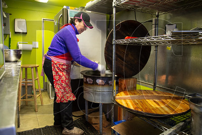 Lin Chen cooks steam buns at Shanghai's Best Street Food – a food cart she operates on Block 216 in Portland's West End. (Sam Tenney/DJC)