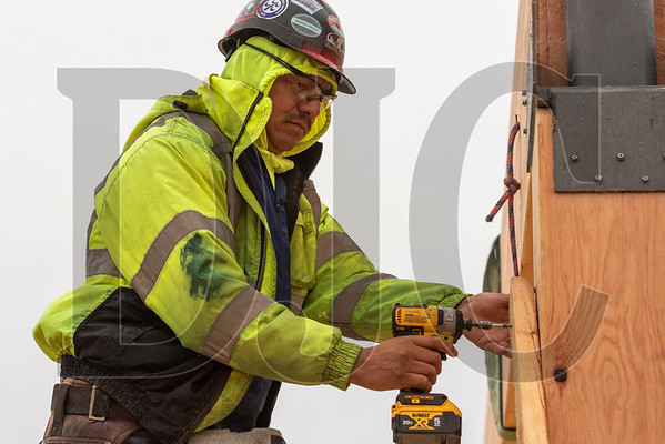 Marcos Rosas secures bracing after installing a glulam beam. (Josh Kulla/DJC) (Josh Kulla/DJC)
