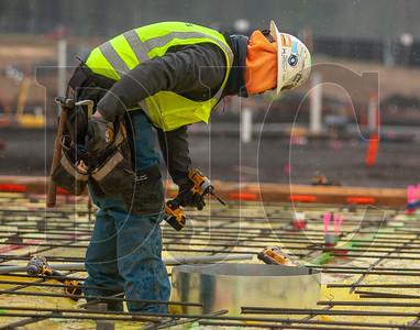 Jose Estrada, an apprentice carpenter with Local 1503 and an employee with Skanska USA Building, intalls a column form. (Josh Kulla/DJC)