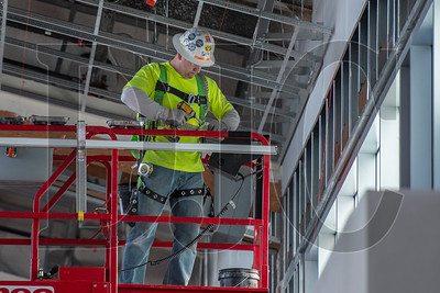 Journeyman carpenter David Drey, a member of Local 146 and an employee of Perfornance Contracting Inc., frames the ceiling of Concourse E. (Josh Kulla/DJC)