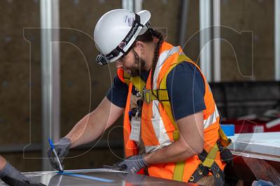 Journeyman sheet metal technician Troy Brigham, a member of Local 16 and an employee of Hanset Sheet Metal, fabricates ductwork. (Josh Kulla/DJC)