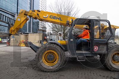 Lori Dehaven, a journeyman operator with Local 701 and employee of Hoffman Structures, Inc., operates telescopic handler equipped with a Tier IV clean diesel engine at the Multnomah County Central Courthouse project. The county is expected to enact rules limiting diesel emissions on public projects which were recently adopted by the city of Portland. (Sam Tenney/DJC)