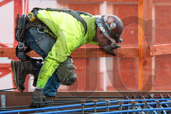 Bobby Palmersheim, a journeyman ironworker with Local 29 and an employee of R2M2 Rebar and Stressing, makes his way along the 10th level deck as he prepares post-tension cables for a slab pour. (Josh Kulla/DJC)