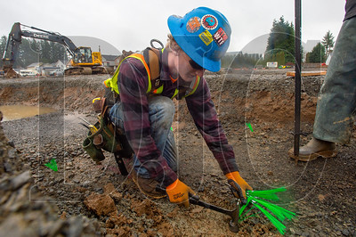 Daryl Liebe, an apprentice carpenter with Local 1503 and an employee of Zavala Corporation, installs a marker for formwork at Walnut Grove Elementary School in Vancouver, Washington. (Josh Kulla/DJC)
