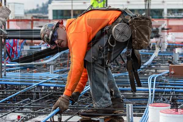 Journeyman ironworker Manuel Serna, a member of Local 29 and an employee of R2M2 Rebar and Stressing, lays post-tension cables. (Josh Kulla/DJC)