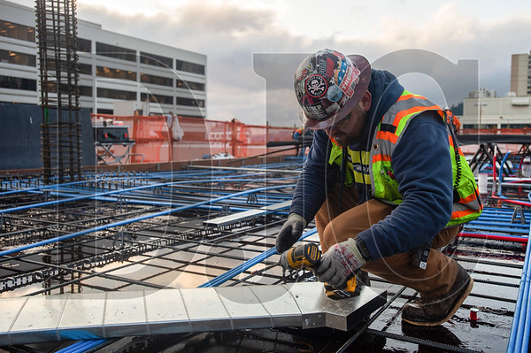 David Herman, a journeyman HVAC technician with Local 16 and an employee of Ocean Park Mechanical, installs in-slab ductwork. (Josh Kulla/DJC)